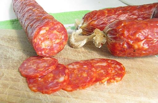 salsiccia piccante salame stagionato